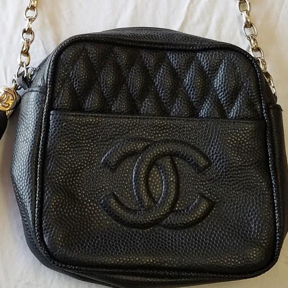 af1afeae0b4d Vintage Chanel Camera Purse Black Pebble Leather. M 5b65e649de6f62c225b653d8